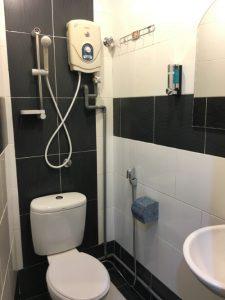 Borneo-Express-Homestay-Double-Bedroom-Toilet